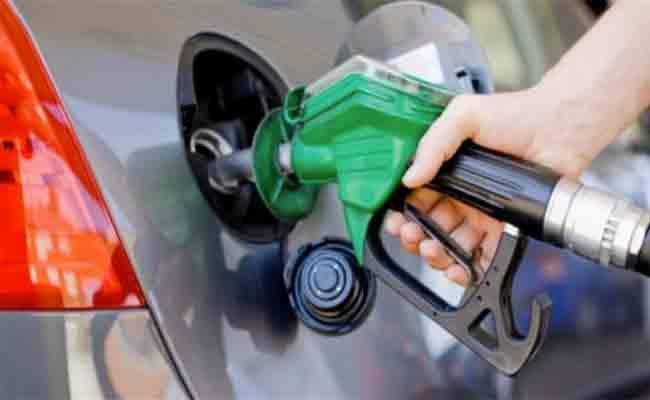 الحكومة الجزائرية تتجه إلى رفع الدعم عن الوقود والكهرباء بداية من 2019