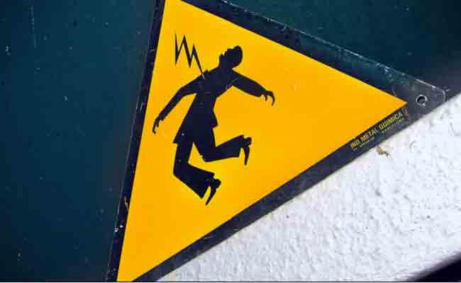 صعقة كهربائية من عمود كهربائي تنهي حياة شخص ببلدية تيرميتين غرب تيزي وزو