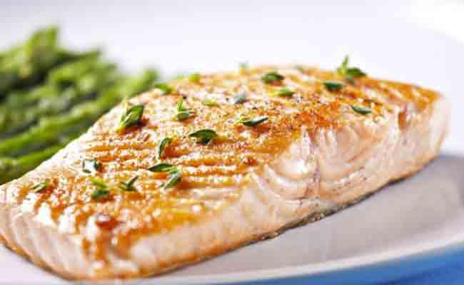 6 فوائد صحيّة ستدفعكِ الى تقديم سمك السلمون دائماً لطفلكِ!