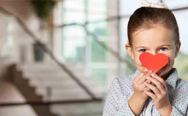 انشغالكم الدائم عن طفلكم قد يعرّضه لمشاكل نفسية عديدة... فإحذروها!