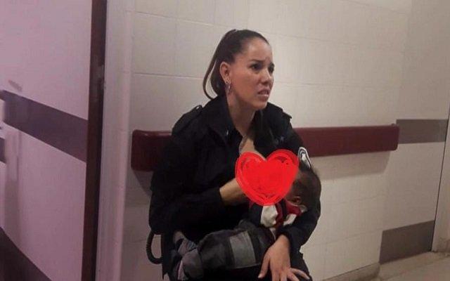 الإنسانية تكريم شرطية أرضعت طفلًا جائعًا