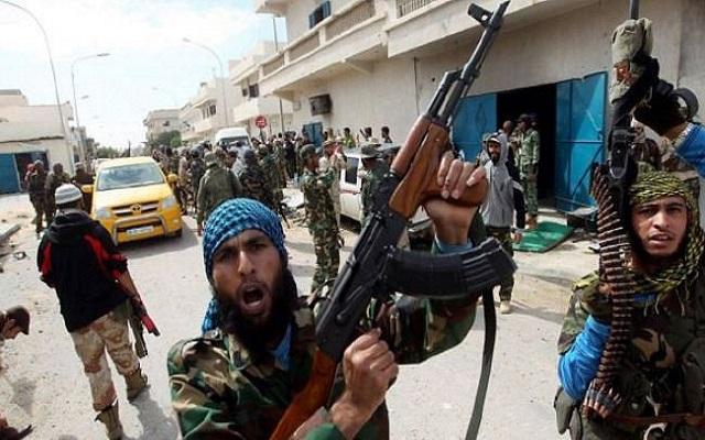 اشتباكات بين مليشيات ليبية متناحرة تسفر عن مقتل 27 شخصاً