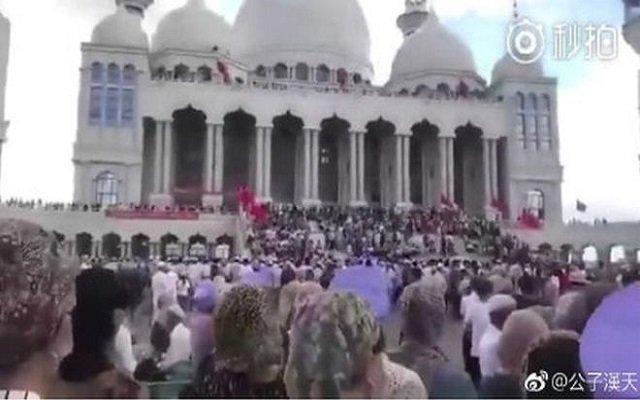 مواجهة بين الحكومة والمسلمين لمنع هدم مسجد في الصين استغرق عامين لبنائه