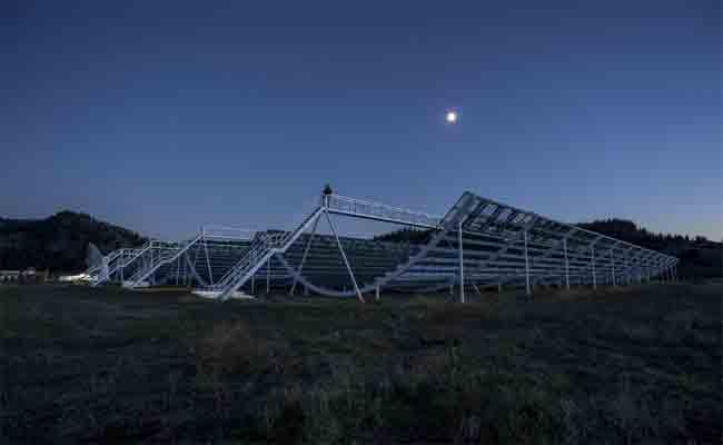 التلسكوب الكندي يلتقط إشارات مريبة