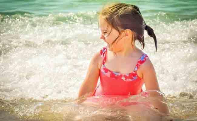 4 خطوات تحمي الطّفل من ضربات الشمس.. ما هي؟