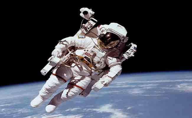 ناسا تجد صعوبة في استبدال بدلات روادها
