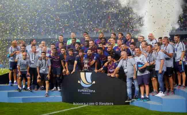 برشلونة يتوج بكأس السوبر
