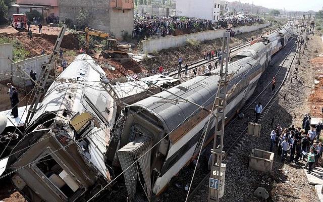 وفاة 20 شخص وإصابة العشرات في خروج قطار عن القضبان بالمغرب