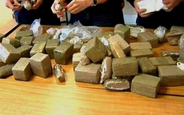 الجيش يوقف خمس تجار مخدرات ويحجز 129 كلغ من الكيف
