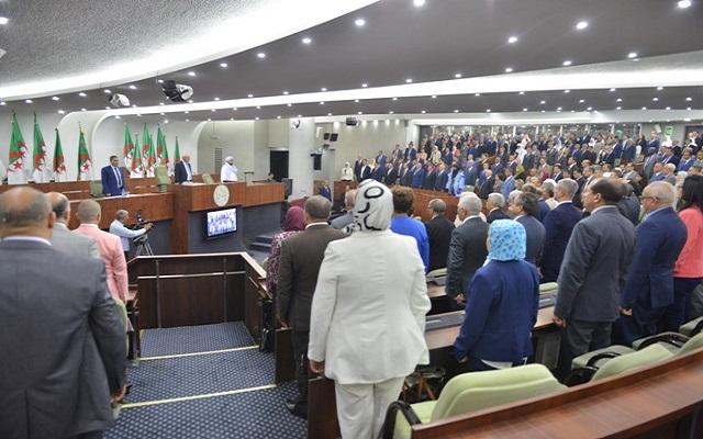 ماذا يقع في برلمان بلاد مكي