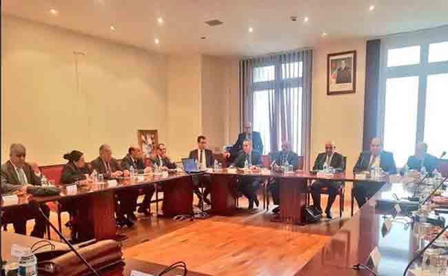 مساهل يدعو رؤساء القنصليات الجزائرية بفرنسا إلى بناء