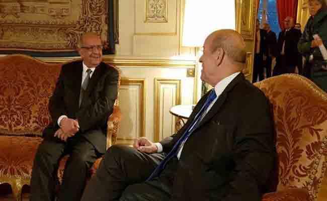 مساهل يجري محادثات مع نظيره الفرنسي بباريس