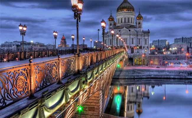 موسكو تحتفي بفن الكاريكاتير الهزلي في دورته الخامسة
