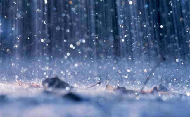 تواصل تساقط الأمطار بمناطق وسط وشرق الوطن إلى غاية الخميس