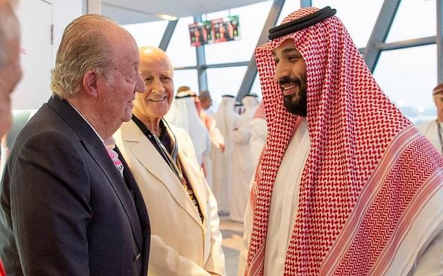 الإعلام الإسباني يلوم ملك البلاد على مصافحة بن سلمان