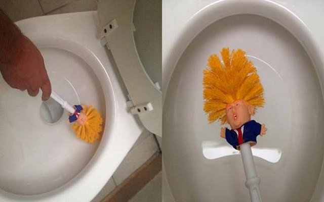 رغم سعرها المرتفع فرشاة لتنظيف الحمام على شكل