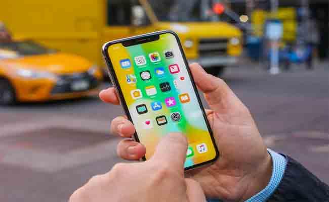 أبل تعد بإصلاح مجاني لمشاكل الشاشة بهواتف أي فون X ومشاكل القرص بماك بوك برو