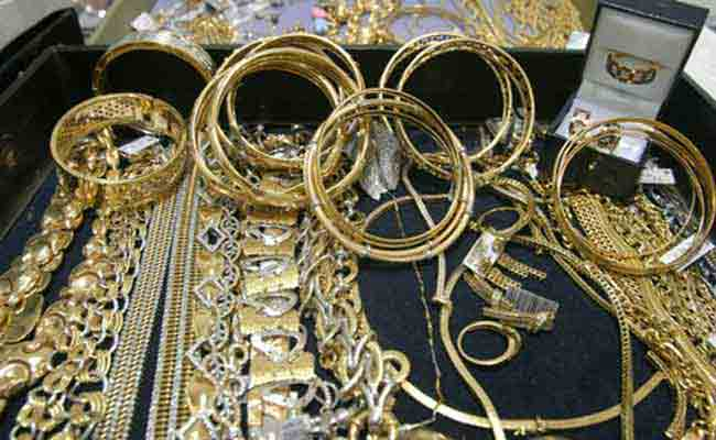 إلقاء القبض على شاب يرتدي حجابا نسائيا لسرقة المجوهرات بسوق أهراس