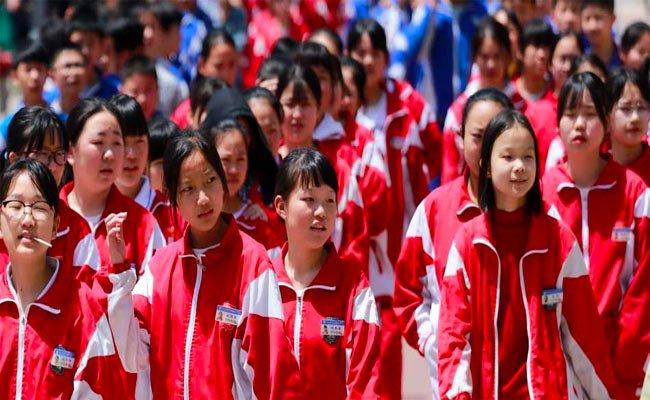 في الصين : بدلات متصلة لمراقبة الطلاب