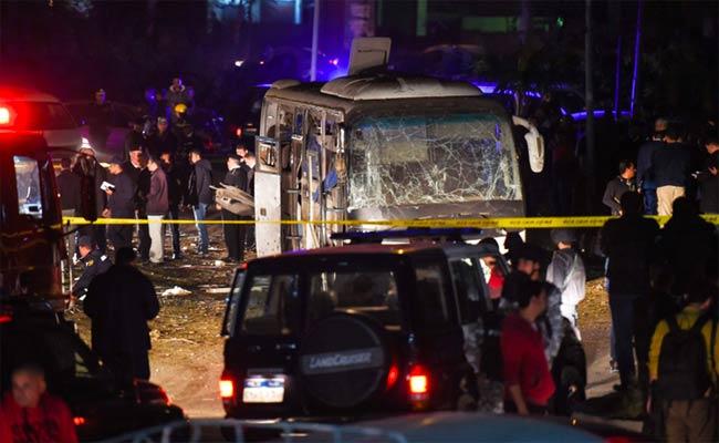 إدانة جزائرية للاعتداء الإرهابي الذي استهدف حافلة سياح بمصر