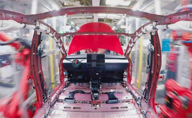 48 ثانية توضيحية لعملية تجميع السيارة الكهربائية مودل 3 من نسلا
