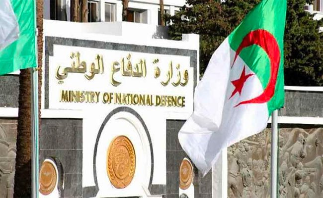 وزارة الدفاع تحذر و تتوعد متقاعدين عسكريين نشروا مقالات صحفية