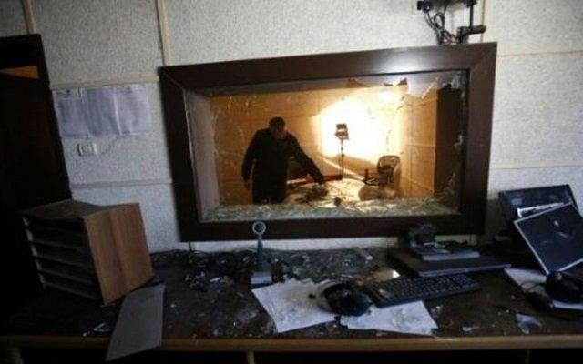 مجهولون يخربون  مبنى هيئة اذاعة وتلفزيون فلسطين