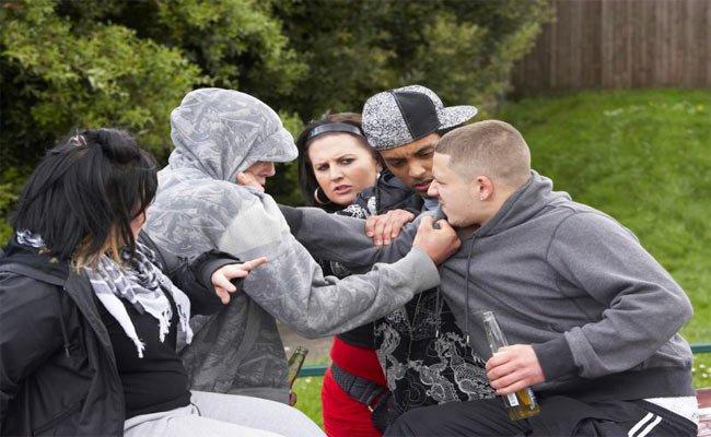 كيف يظهر تأثير العنف على المراهقين؟
