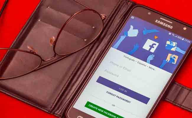 من المستحيل حذف فيسبوك من على بعض الهواتف أندرويد