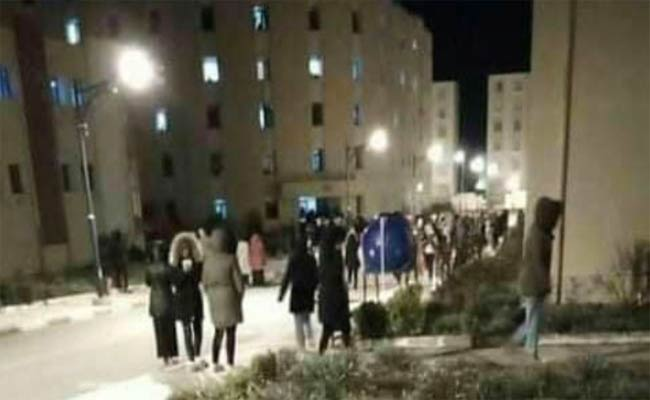العنف الجامعي : طالبات ملثمات يعتدين على طالبة بالإقامة الجامعية بسطيف