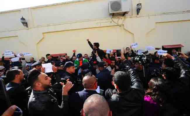 الصحافيون يحتجون بالعامصة للمطالبة ب