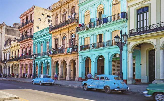 الثقافة الجزائرية تجذب الكوبيين في معرض هافانا الدولي للكتاب ال28