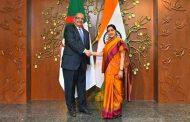 مساهل يجري محادثات مع نظيرته الهندية سوشما سواراج