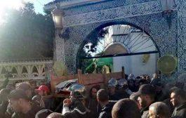 تشييع جثمان الصحفي كريم بن حليمة إلى مثواه الأخير بوهران