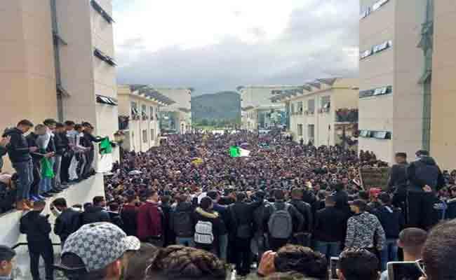 تنظيم الطلبة لوقفات احتجاجية بجامعات العاصمة مطالبين بالتغيير و الاصلاح