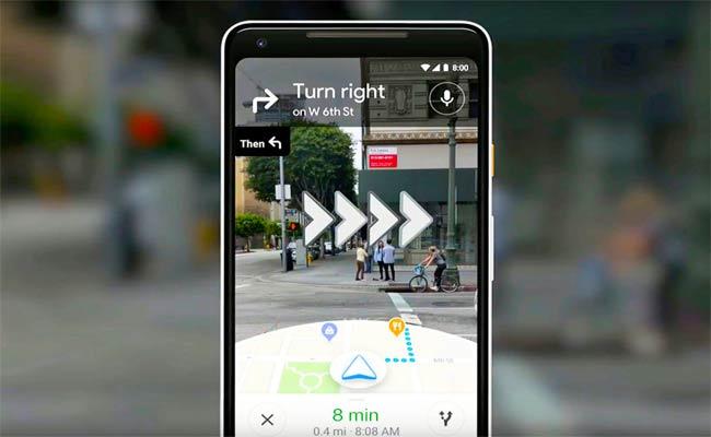 مجموعة من المستخدمين يقومون بتجربة الواقع المعزز على Google Maps