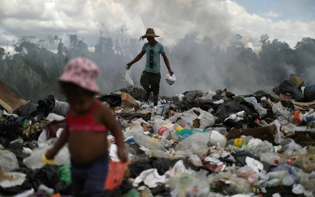 40 ألف فنزويلي فقدوا حياتهم بسبب عقوبات امريكية
