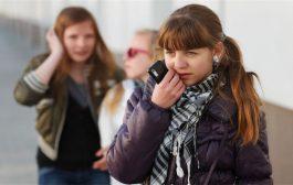 ما الذي يسبب تقلب المزاج عند المراهقين؟