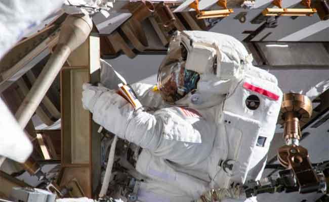 للنشاطات خارج محطة الفضاء ، يجب على النساء مشاركة البدلات الفضائية