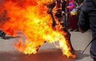 محتج يضرم النار في جسده بغليزان