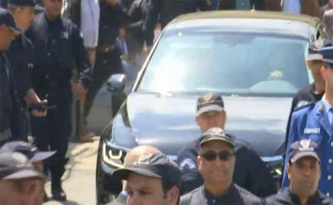 مغادرة اللواء هامل محكمة تيبازة بعد جلسة استماع وسط حضور أمني و إعلامي مكثف