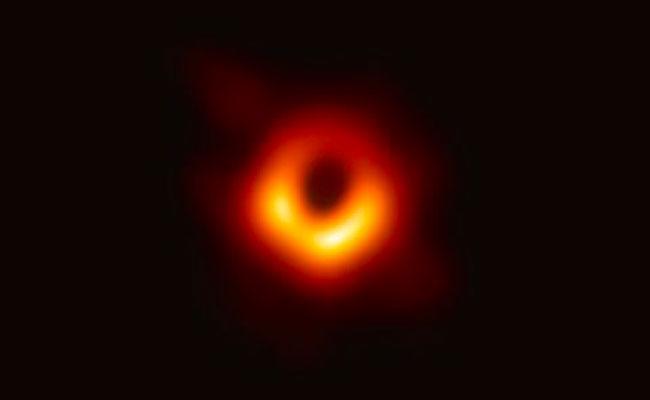 تمكنوا أخيرا من التقاط أول صورة للثقب الأسود