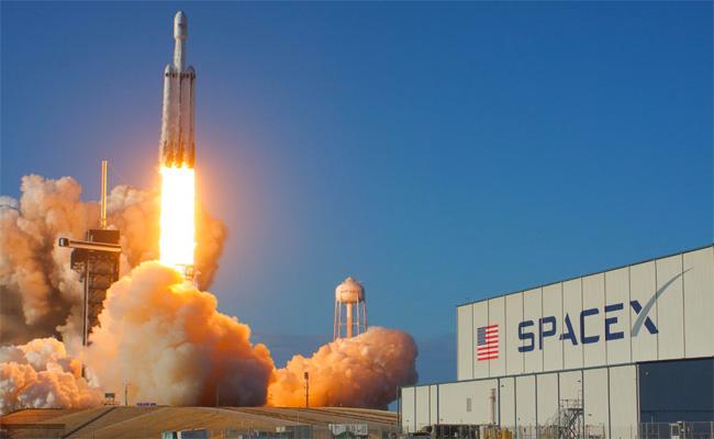 سبايس إكس : مهمة ناجحة 100 بالمئة للصاروخ فالكون هافي