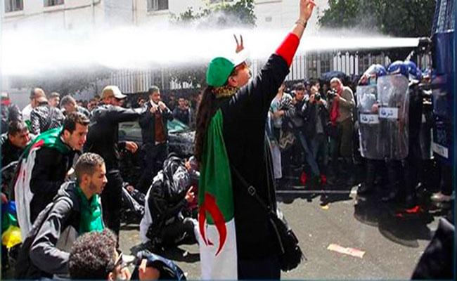 قوات الأمن تفرق عشرات المتظاهرين بساحة البريد بالعاصمة