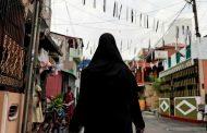 جماعات مسيحية تهاجم المصلين في مسجد وتحرق متاجرهم  بسريلانكا