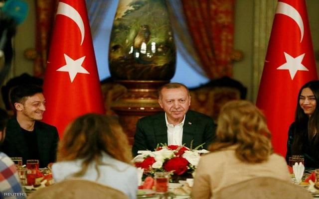 إفطار أوزيل مع أردوغان يستفز الألمان