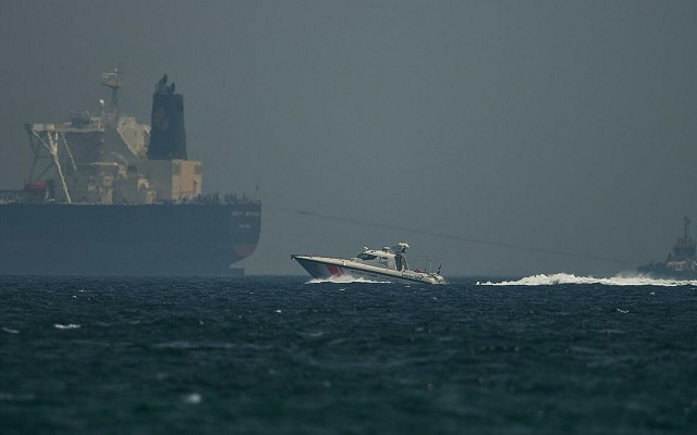 الإمارات تلمح على أن الهجمات على الناقلات ورائها ايران