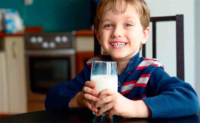 طرق تشجّع الطفل على شرب الحليب بانتظام!
