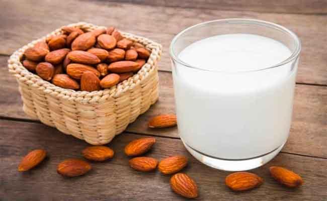 7 فوائد تجعل من حليب اللوز بديلاً لحليب البقر...!