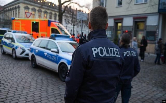 الشرطة تعتقل رجلين كانا يعتزمان تنفيذ هجوم إرهابي